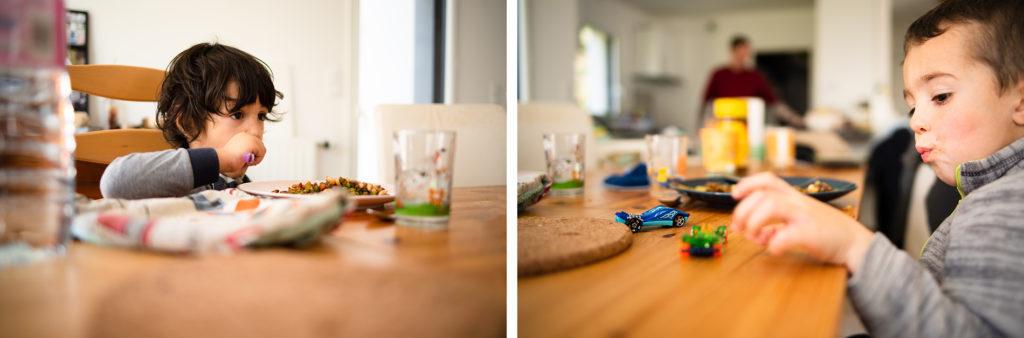 Reportage du quotidien près de Rennes. Montage de deux photos illustrant un repas avec des enfants.