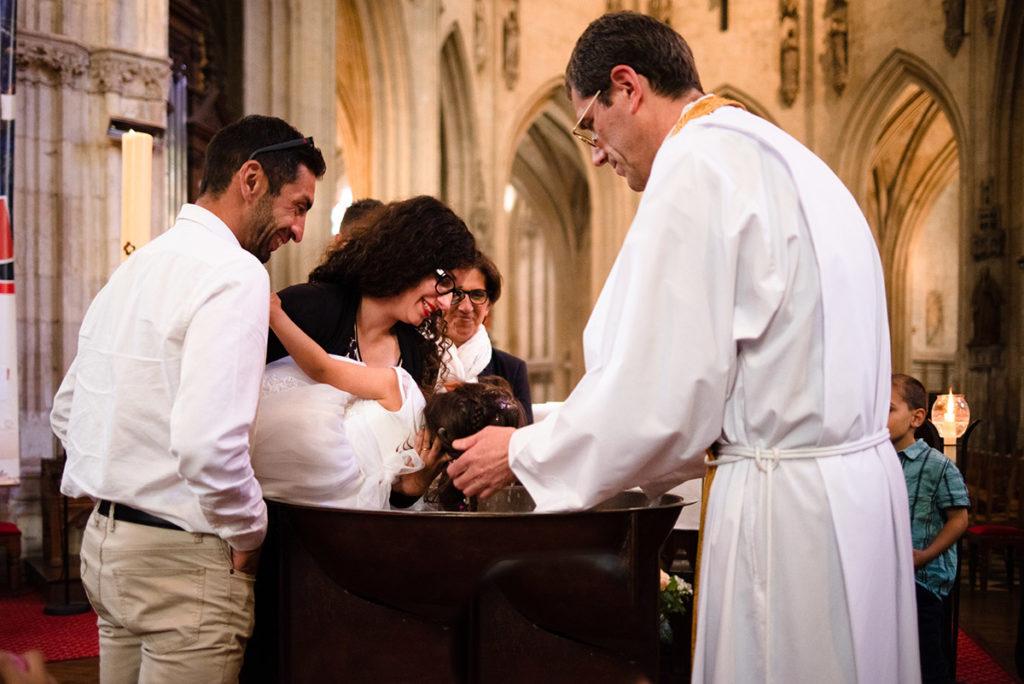 Reportage de baptême à La Ferté Bernard dans la Sarthe. Cérémonie du baptême.