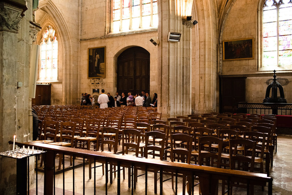 Reportage de baptême à La Ferté Bernard dans la Sarthe. cérémonie dans l'église de la Ferté Bernard.