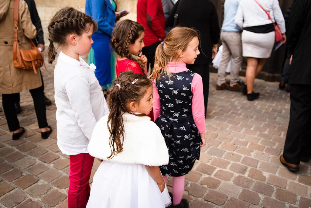 Reportage de baptême à La Ferté Bernard dans la Sarthe. Entrée dans l'église.