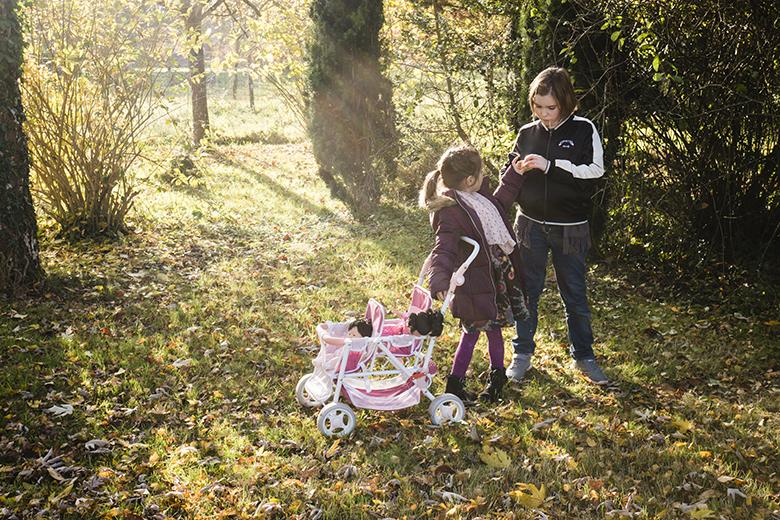Pourquoi choisir un reportage du quotidien ? Garder la trace de ses moments partagés en famille par le biais de la photographie. Souvenirs d'enfance.
