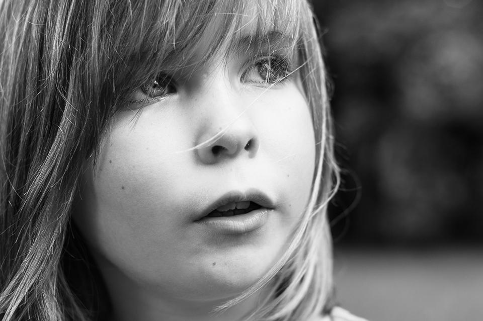 Vers le reportage du quotidien : comprendre ma démarche photographique. Portrait d'enfant.
