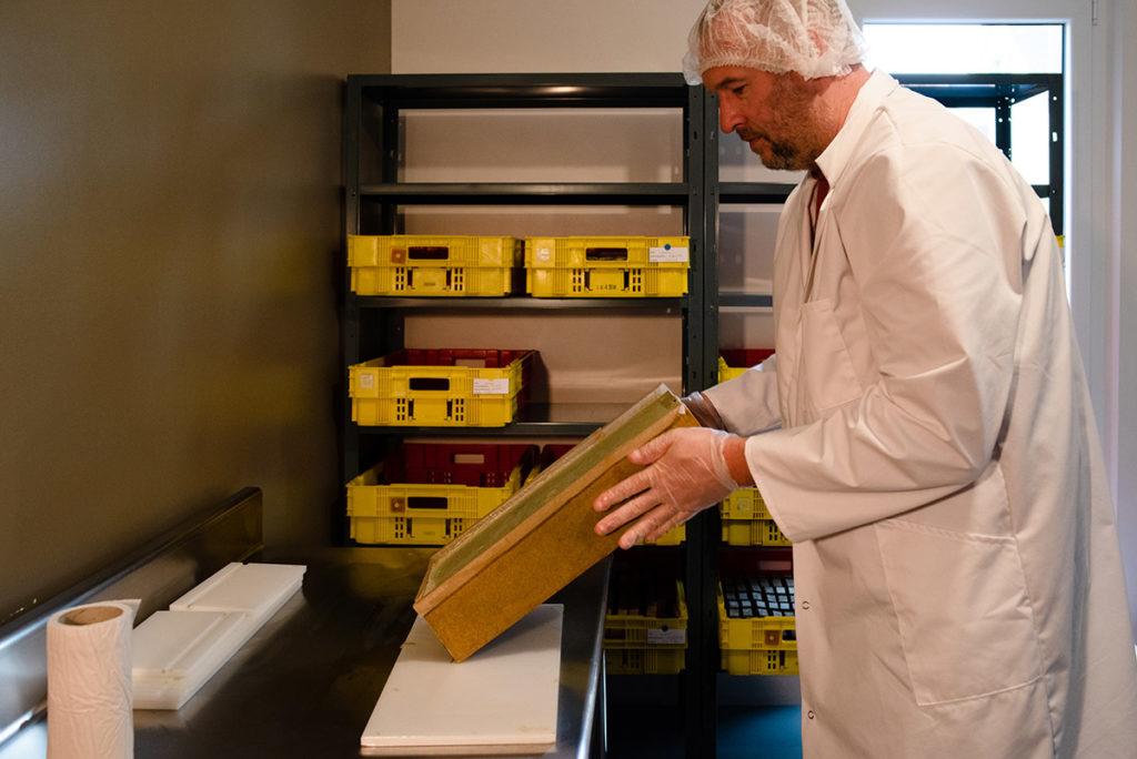 Reportage artisan en Mayenne, avec Sacé Nature. Partie 2. Reportage artisan sur une savonnerie.