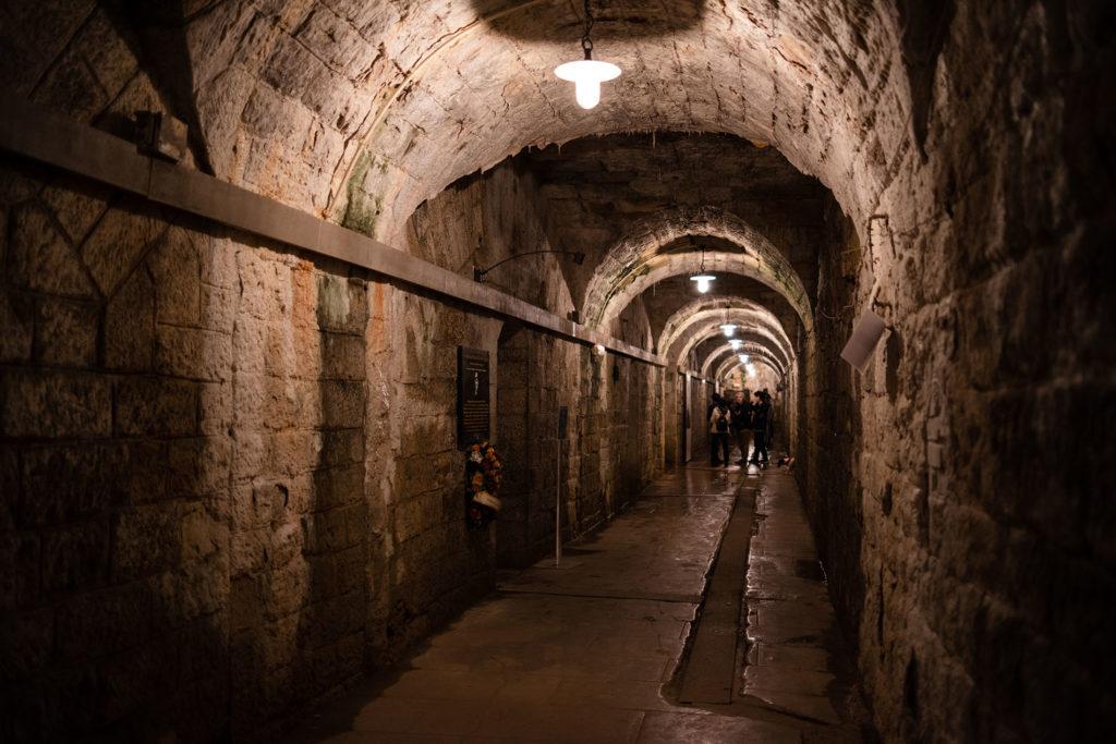 Weekend touristique et retrouvailles entre amis dans la Marne. Couloir du fort de Douaumont.