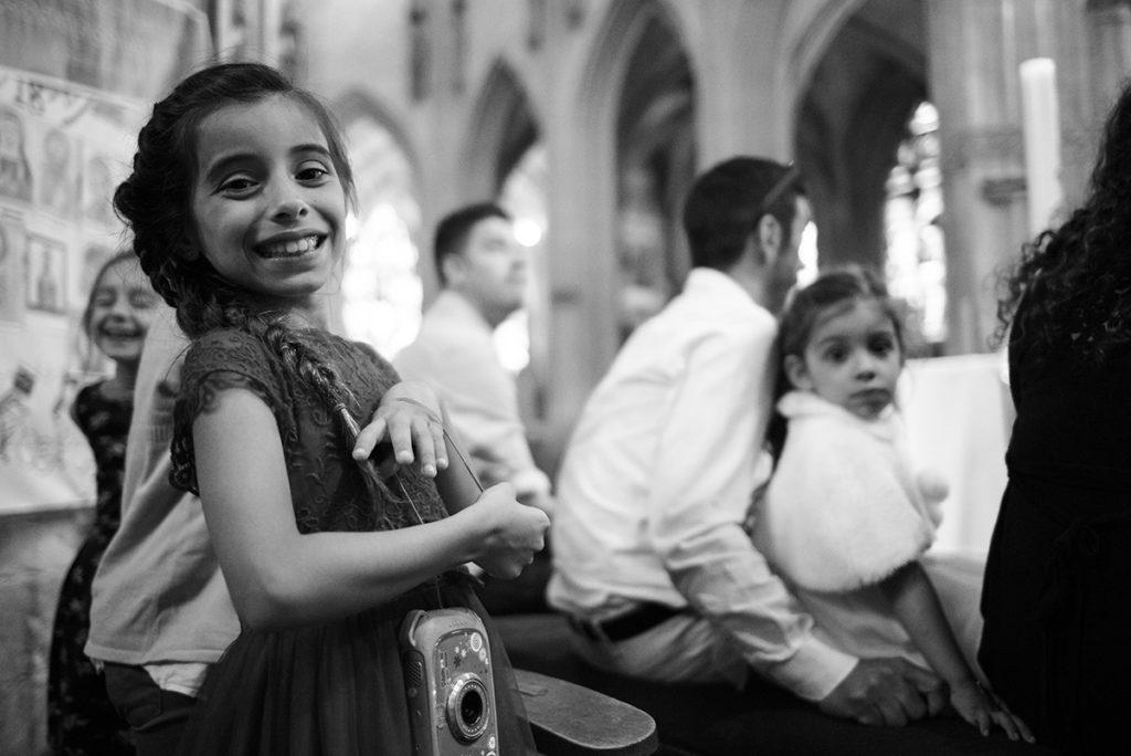 Reportage de baptême à La Ferté Bernard dans la Sarthe. Portrait dans l'église.