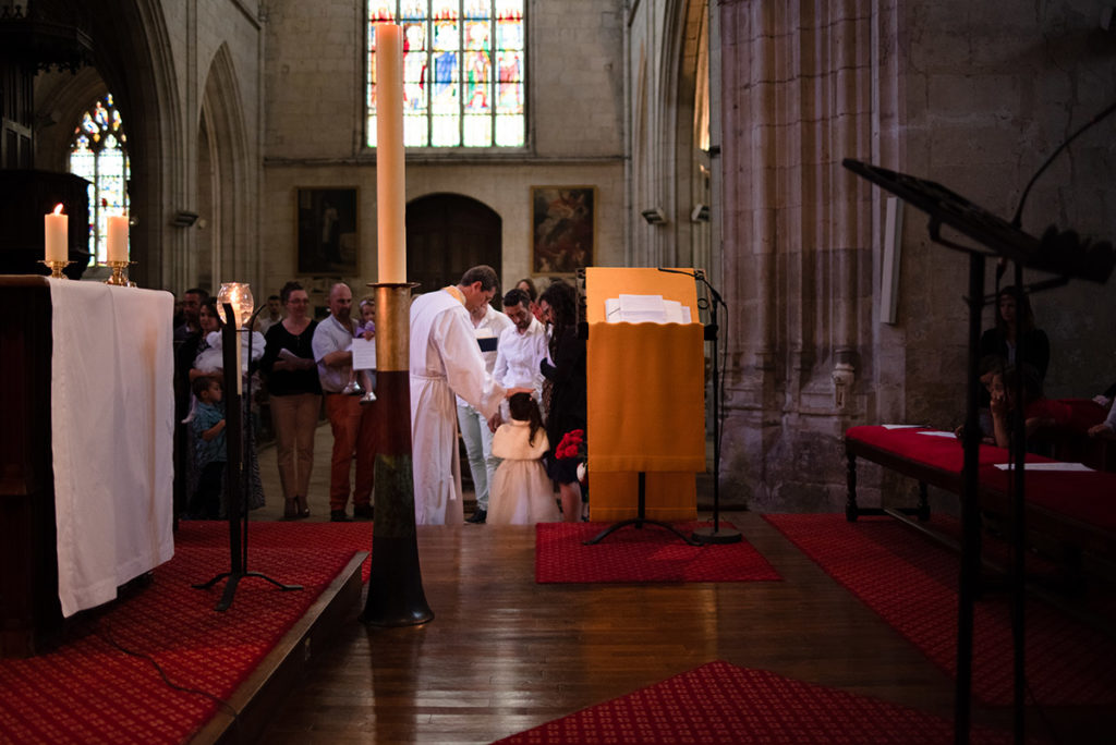 Reportage de baptême à La Ferté Bernard dans la Sarthe. Cérémonie de baptême.