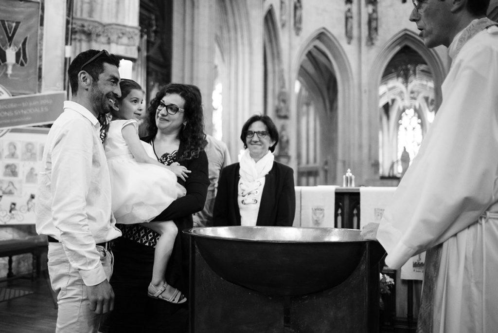 Reportage de baptême à La Ferté Bernard dans la Sarthe. POrtraits dans l'église.