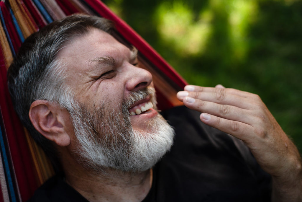 Mon projet photo 52 : qu'est-il devenu ? Portrait d'un homme qui rit.