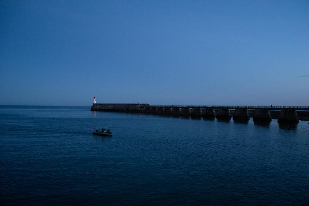 Cours de photographie débutant. Photographie à l'heure bleue de l'entrée du chenal des Sables d'Olonne.