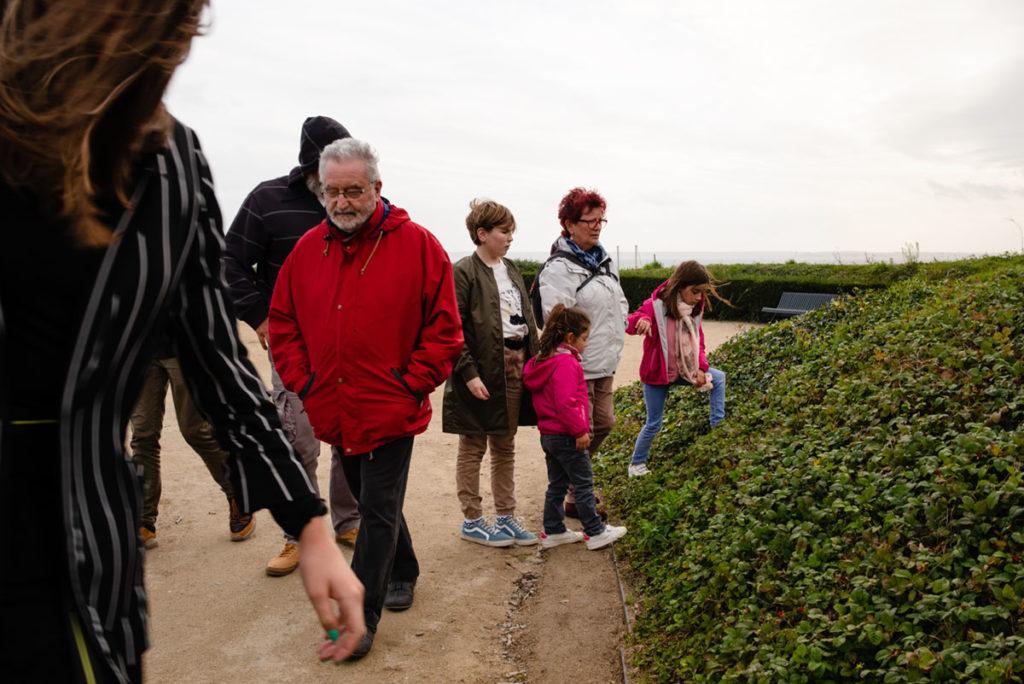 Reportage de famille à Plozevet. Photographie d'une famille en visite à Brest. Séance famille.