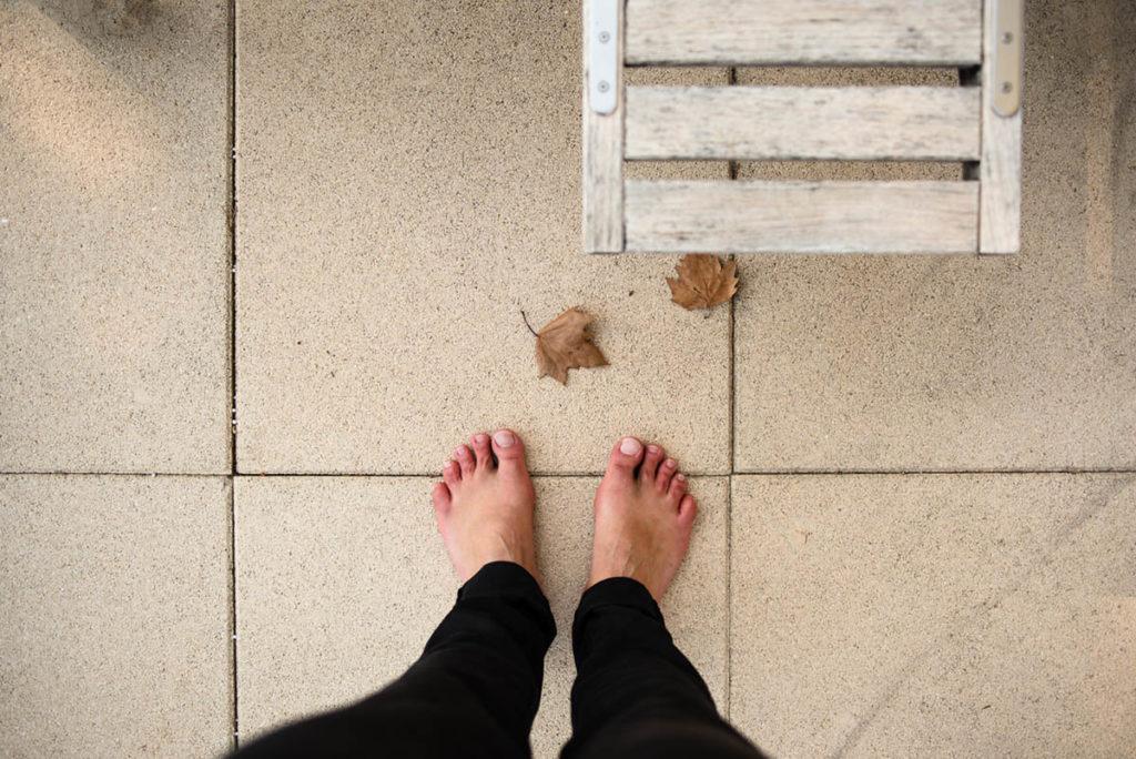 Mes autoportraits en 2019. Autoportrait minimaliste de mes pieds pris à Cavaillon. Photographe Pascaline Michon.