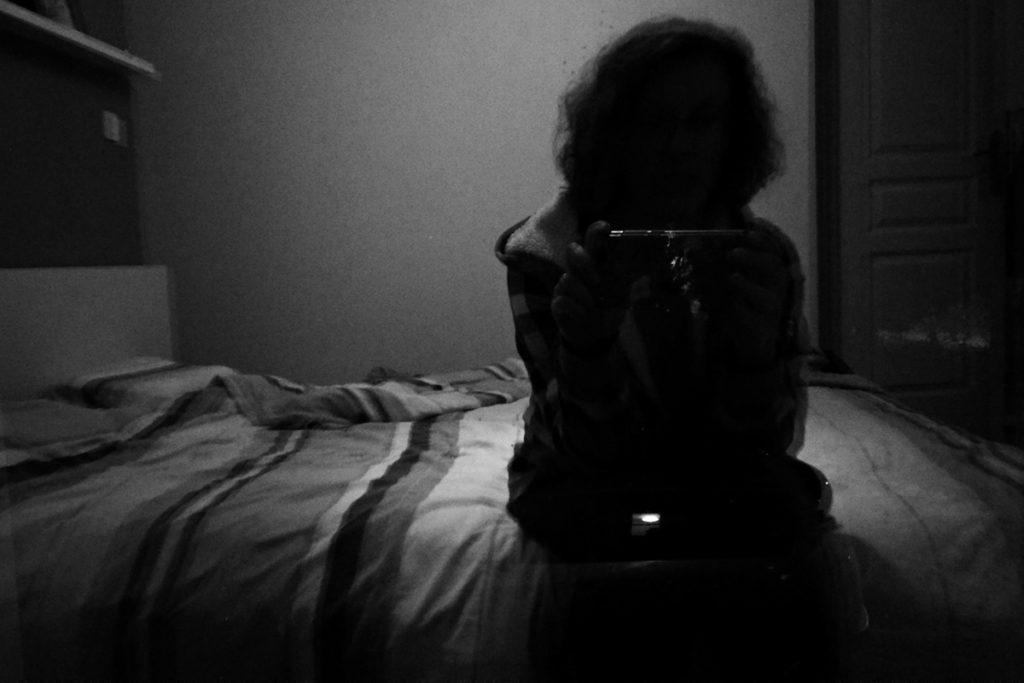 Documenter le quotidien pendant le confinement. Autoportrait du soir.