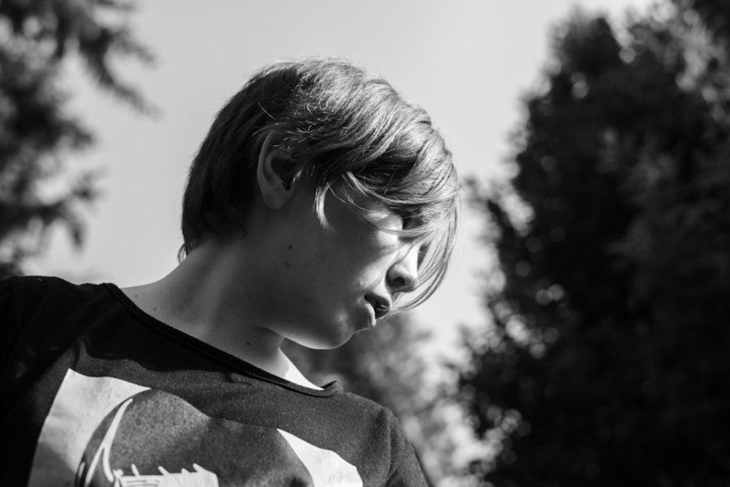 Documenter le quotidien pendant le confinement. Portrait noir et blanc.