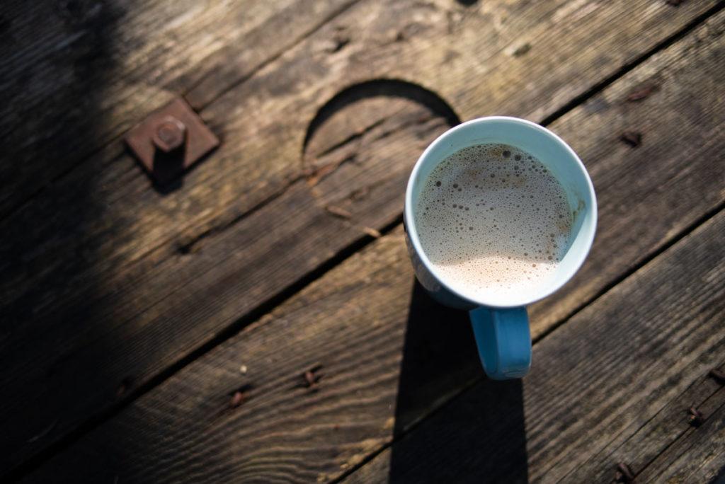 Documenter le quotidien pendant le confinement. Café en terrasse.