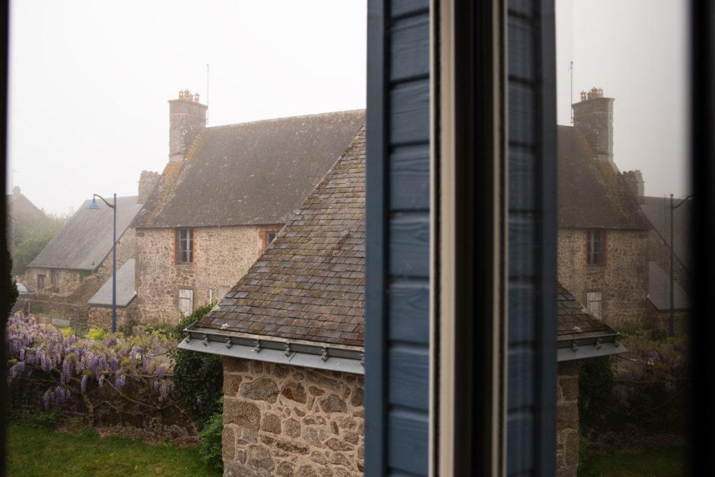 Défi photo le 24 du mois. La vue par la fenêtre au petit matin.