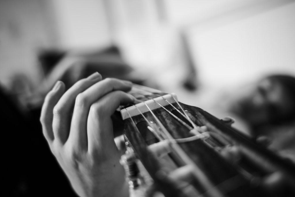 Défi photo le 24 du mois. Photo artistique guitare.