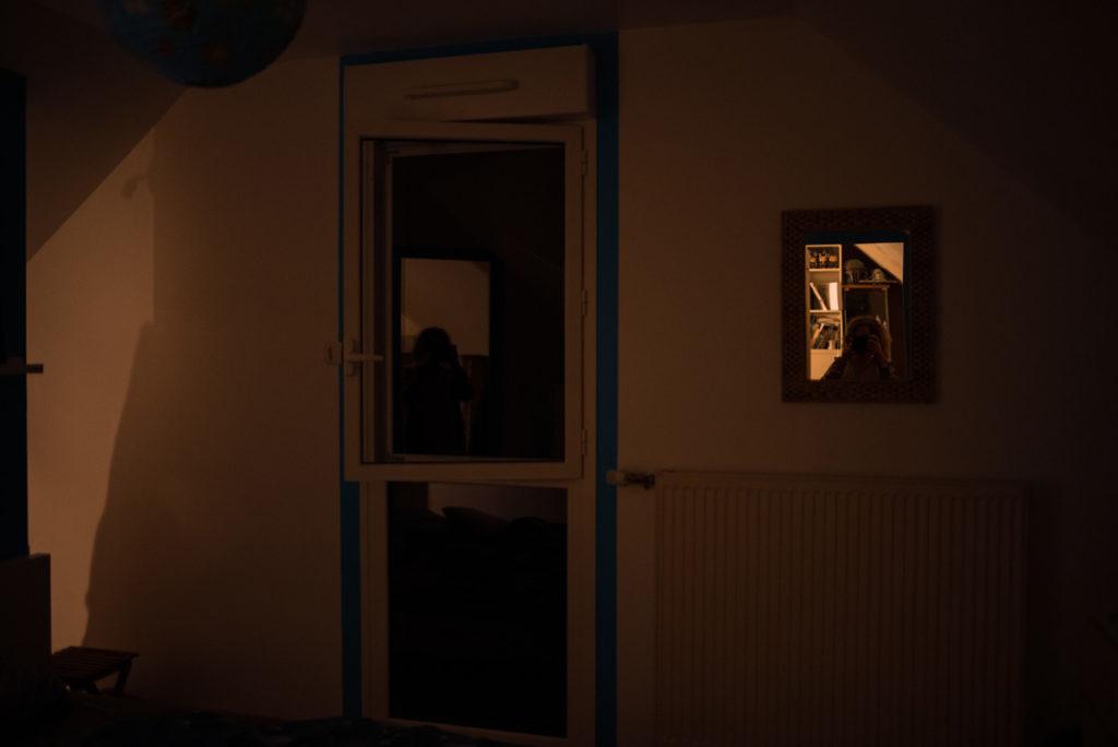 Autoportrait du soir dans le miroir.