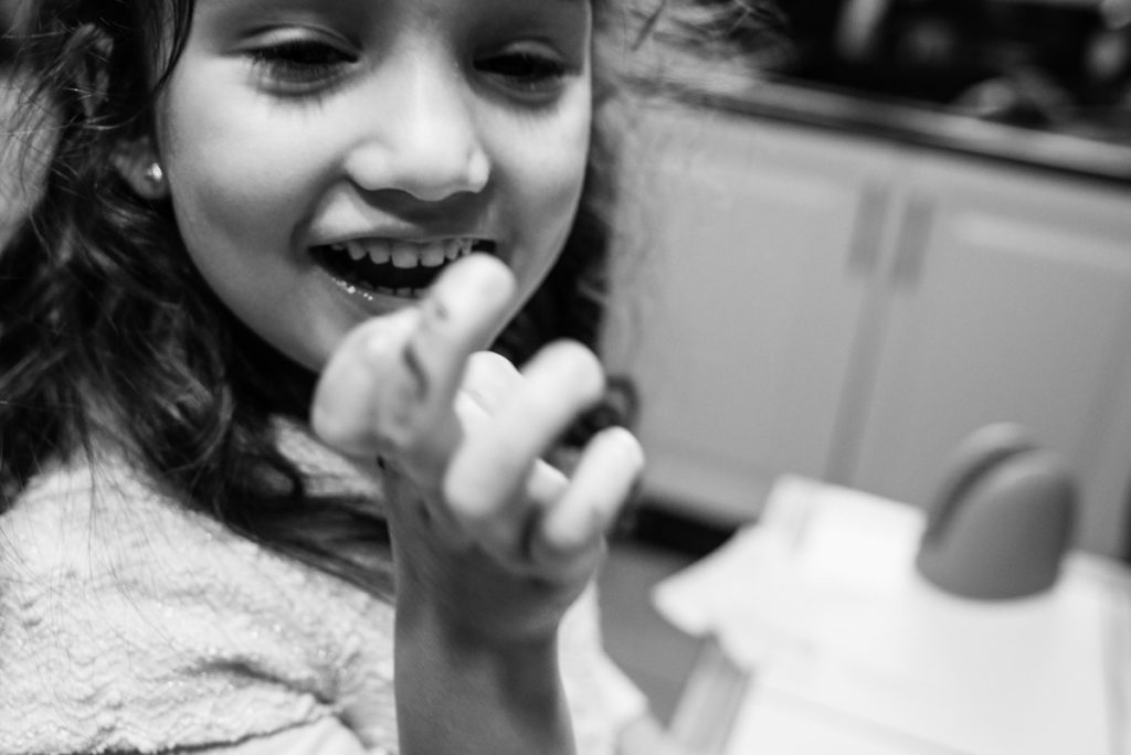 Portrait enfant en noir et blanc.